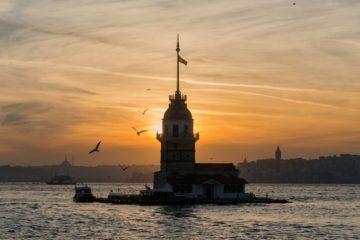 Maidens Tower, Istanbul, Turecko, protisvetlo, zapad slnka