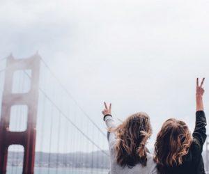 friends-peace-sign